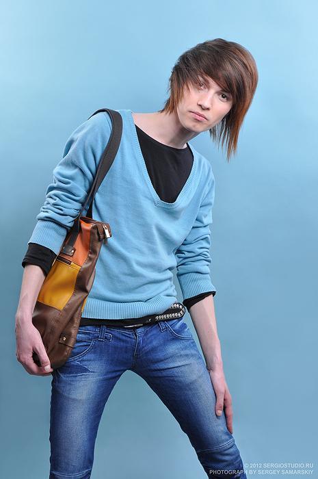 Vasiliy Парень, модель, челка, кофта, сумка, мода, стиль, студия,
