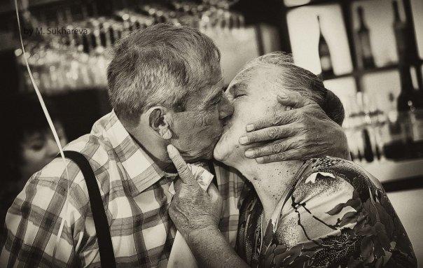 любовь) поцелуй