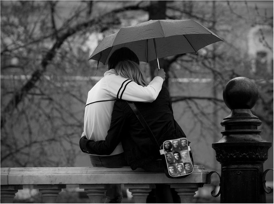 Льет ли теплый дождь, падает ли снег... дождь зонт любовь