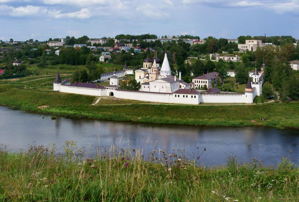 Старицкий Свято-Успенский монастырь (западная сторона). Старицкий Свято-успенский монастырь