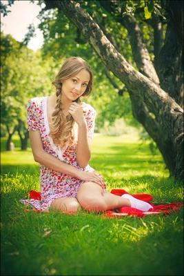 в яблоневом саду podakuni
