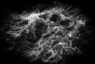 Кипящая река река чб виньетка