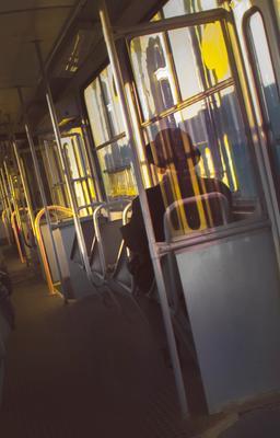 В трамвае трамвай пассажир