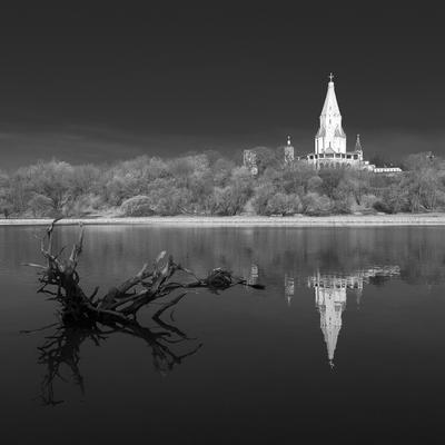 ОКАЯННЫЕ ДНИ. Коломенское Церковь Храм Река Пень Коряга Ч Б