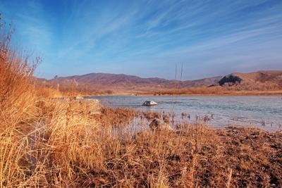Осенние берега сопки река пейзаж Орхон небо Монголия кусты