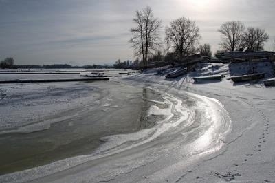 Январь, лодочная станция январь лодочная станция зима река