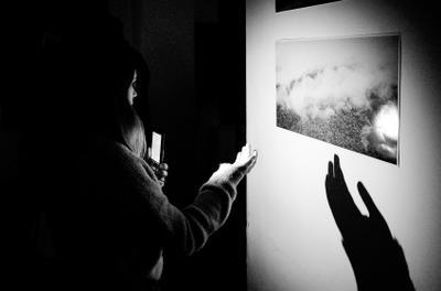 На выставке... Фотовыставка чб