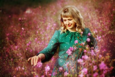 в багульнике рододендрон фото фотосессия весна девушка багульник цветы цветёт