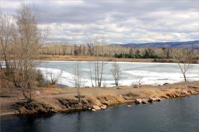 Вода и лёд вода лёл Енисей дамба