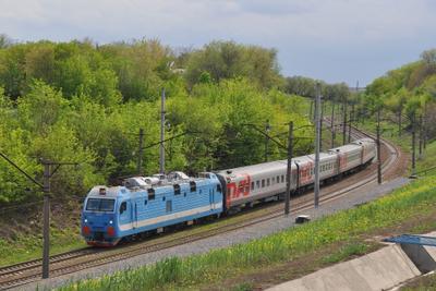 Короткий поезд в кривой Поезд весна Ростов