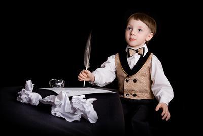 Каждый хотя бы однажды немного поэт... Юный поэт, писатель, перо, чернила, бумага