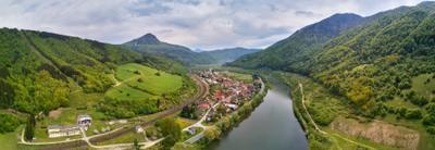 Весна на реке Bar. Kralovany Апрель Весна Горы Дорога Европа Панорама Река Словакия Татры