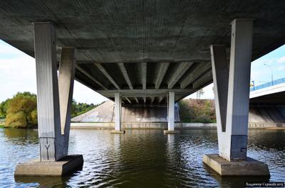 Под мостом Москва Россия мост Борисовские пруды Moscow Russia bridge