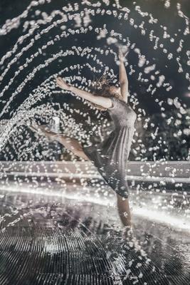 Вод духовное единство девушка вода танец