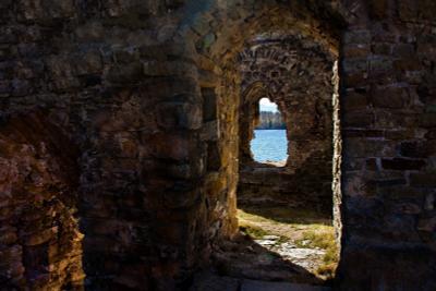 По следам Крестоносцев на развалинах древнего замка.