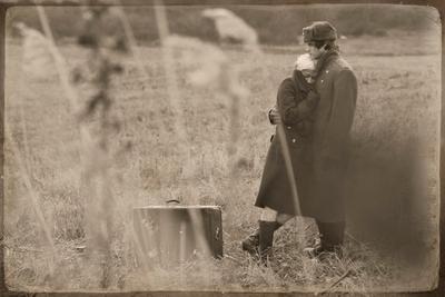 к  разлуке... девушка  ,солдат,офицер,шинель,чемодан,прощание,разлука, объятья,поцелуй,шапка-ушанка,погоны, камыш