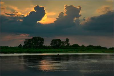 ... вечер закат река