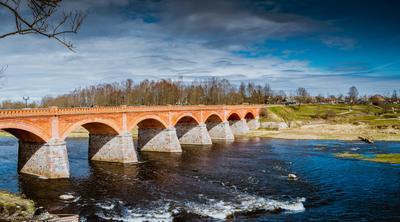 Старинный кирпичный мост через Венту Кулдига вента река латвия