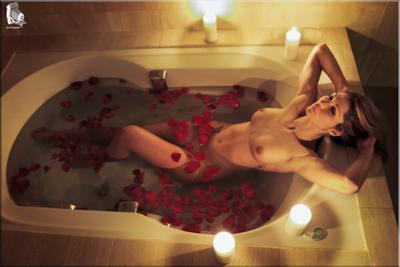 Petalos 4 model water studio nude