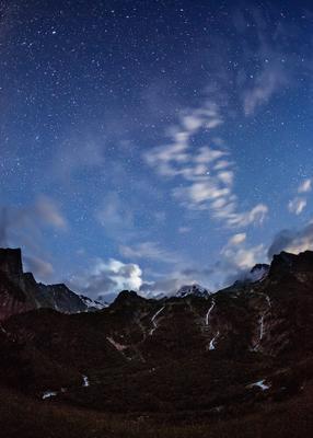 Ночь над водопадами Три Сестры горы ночь звезды Кавказ Осетия