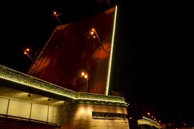 На пересечении Разводной мост ночь Санкт-Петербург прогулка фонари спать пересечение