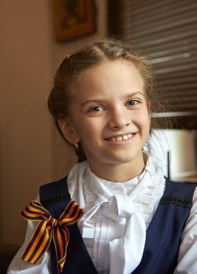 Мы гордимся! День победы георигиевская ленточка девочка первоклассница гимназистка россия праздник
