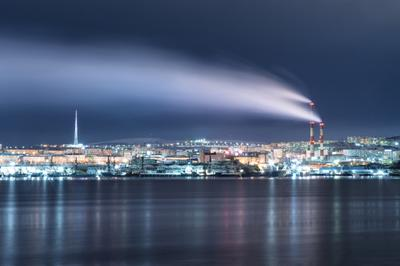 Ночной город мурманск вечер ночь зима море залив север небо облака свет движение отражение
