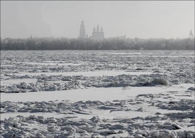 На том берегу... Волга Астрахань зима лед кремль