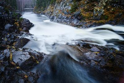 *** Кивач водопад молочные реки течение Карелия мокрые камни