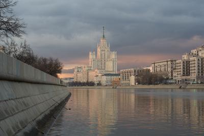 Очередной взгляд на Дом на Котельнической наберженой Москва Котельническая набережная река