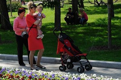 Майский денёк Россия Москва Александровский сад весна репортаж