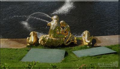 морские сирены с огромными дельфинами Петродворец фонтаны