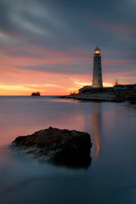 Вечер у моря. крым море вечер закат маяк берег небо пейзаж тарханкут