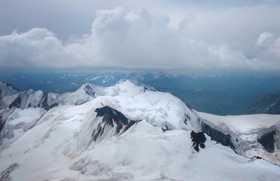 50 метров до вершины алтай горы скалы облака мощь природа ледник снег пик вершина путешествие поход альпинизм ночь
