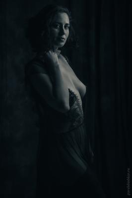 * девушка грудь обнажённая черно-белое чб низкий ключ