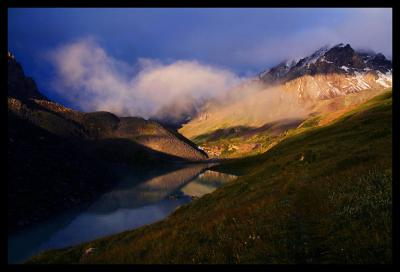 долина Каракабак на рассвете алтай горы рассвет облака горное озеро