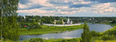 Древний город на Великой реке город старина монастырь река небо панорама