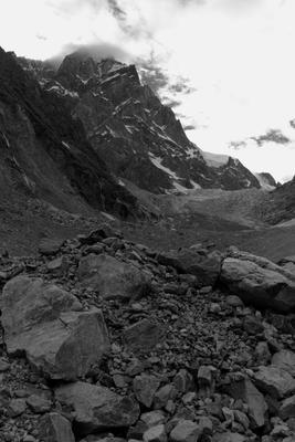 Дорога к леднику Чаалади горы скалы камни ледник