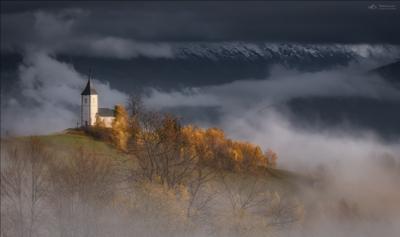 Выше облаков .. Ямник Словения осень Jamnik Slovenia церковь туман