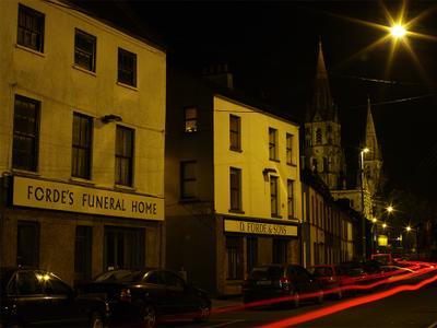 дорога к храму церковь дорога свет фар похоронное агентство погребальная контора