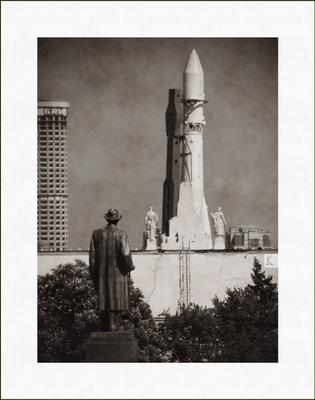 Монументальное величие ракета восток памятник мичурин смотрит ввц вднх чб старое фото