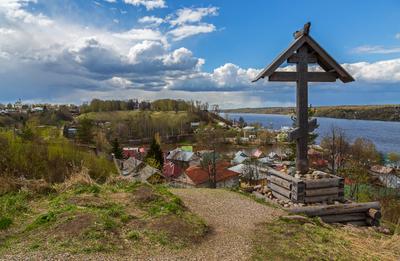 Над Волгой... река Волга крест храм церковь облака небо весна май Плёс