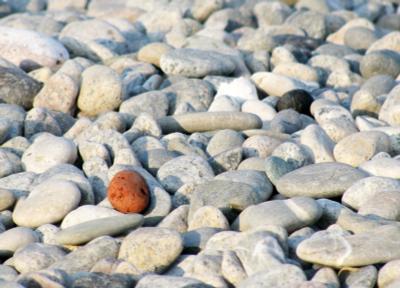 другой не такой, другой, камень, камни, серый, яркий, оранжевый, черный, россыпь