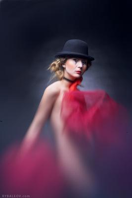 Мим Мим, девушка, шляпа, чёрный, белый, красный