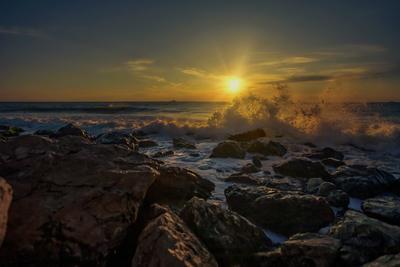 Закат море вечер закат облака крым севастополь.прибой