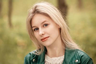 Катя портрет девушка арт фотосъёмка фото девушек фотограф Роман Сергеев фото-сессия Гламур