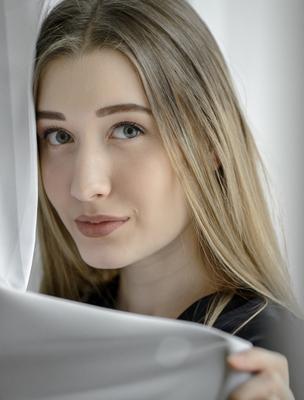 Марина! Девушка гламур студия длинные волосы естественный свет