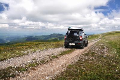 Дорога в отпуск Архыз альпийские луга горы дорога шевроле нива