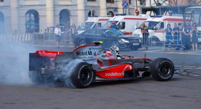 Хейкки развлекает публику Mercedes  McLaren  Kovalainen