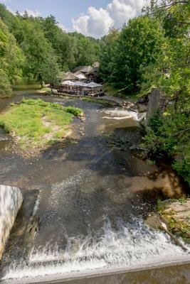 Солнечный  денёк  на  быстрой  речке реки
